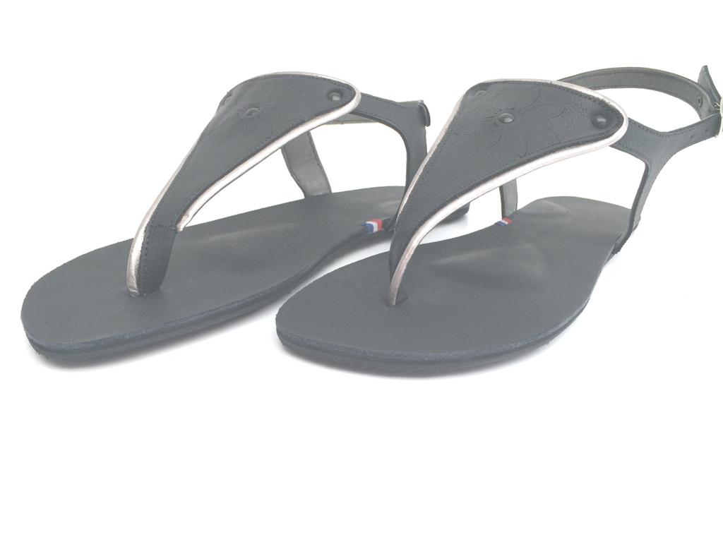 Paire de sandales avec éléments de proprioception